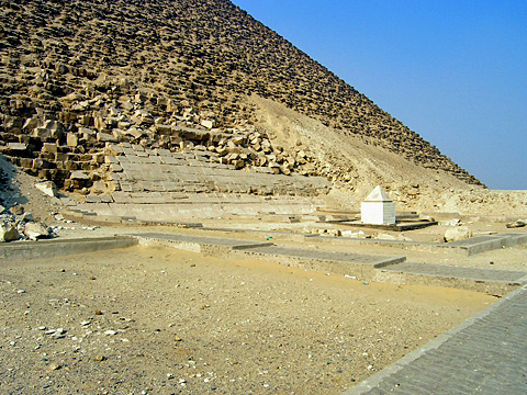 Mortuary Temple on the eastern side of the pyramid