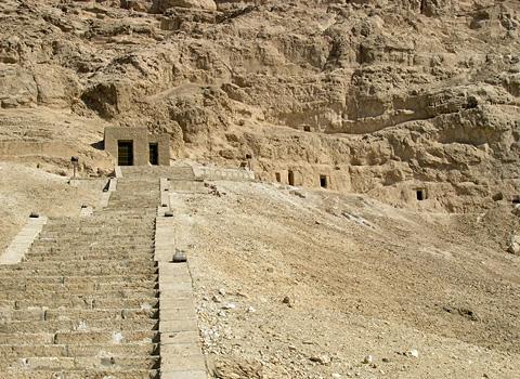 Steps to the tombs at el-Hammamiya