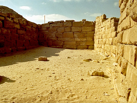 Boat-shaped pits in Ptahshepses mastaba