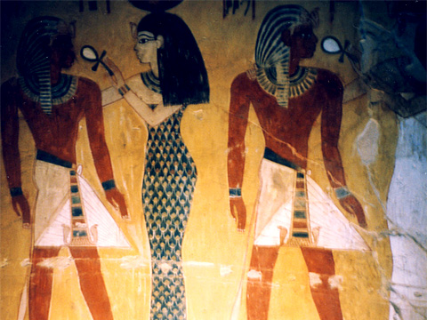 Tuthmose IV with deities in the antechamber